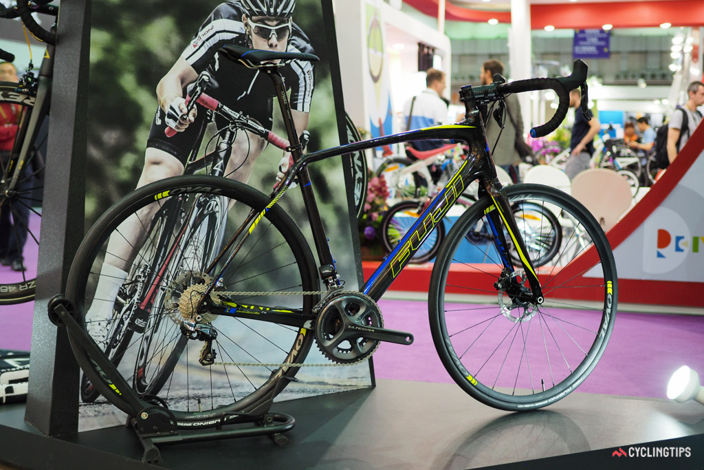 Fuji's new Gran Fondo incorporates polyurethane-coated 'natural fibres' in strategic locations that supposedly greatly reduce the amount of road vibration that is transmitted to the rider.
