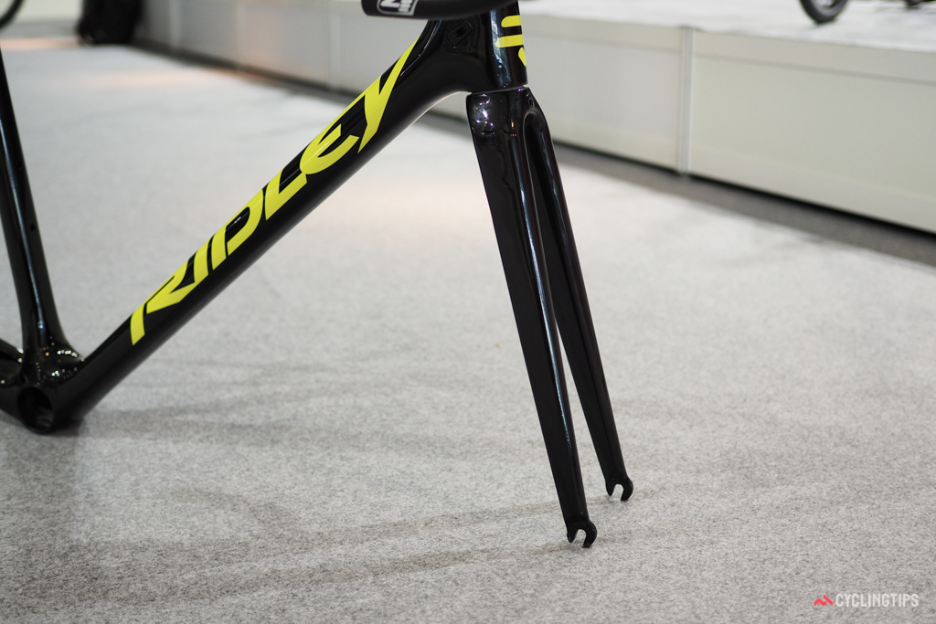 Whereas the current Ridley Helium SL uses curved fork blades, the new Helium SLX gets straight legs.