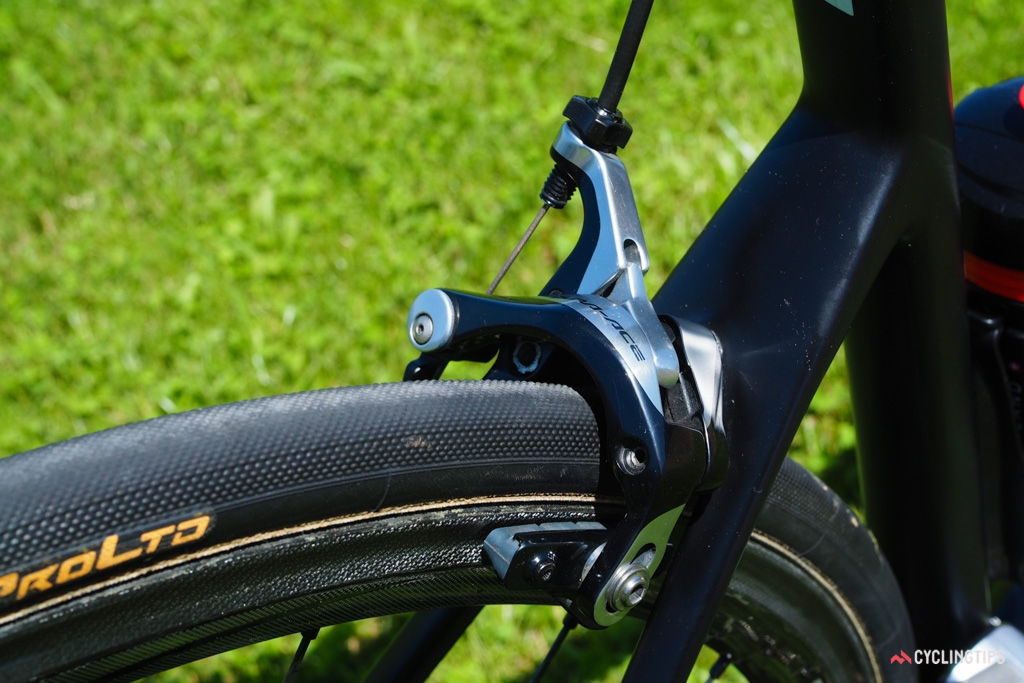 Carbon-specific pads are fitted to the Shimano Dura-Ace calipers.
