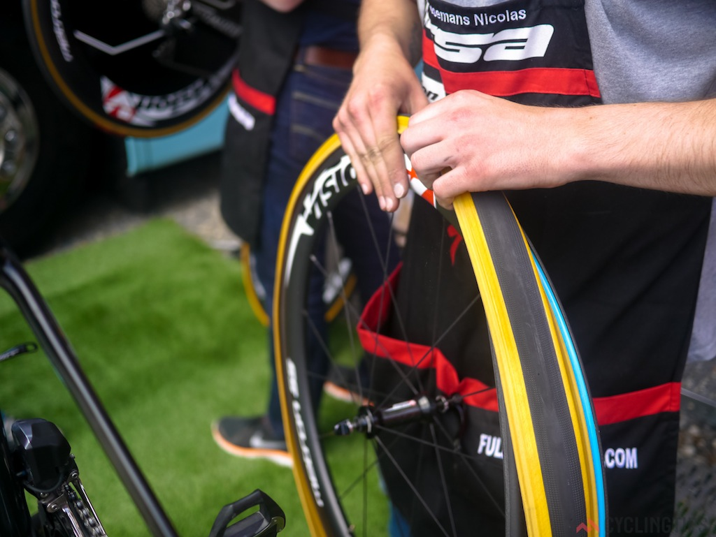 Etixx-Quick-Step uses Specialized Turbo tyres on Vision Metron wheels on their TT rigs. For their road bikes they use Specialized Roval wheels. They were one of the only teams we spotted running tyres and tubes instead of tubulars for their TT bikes.