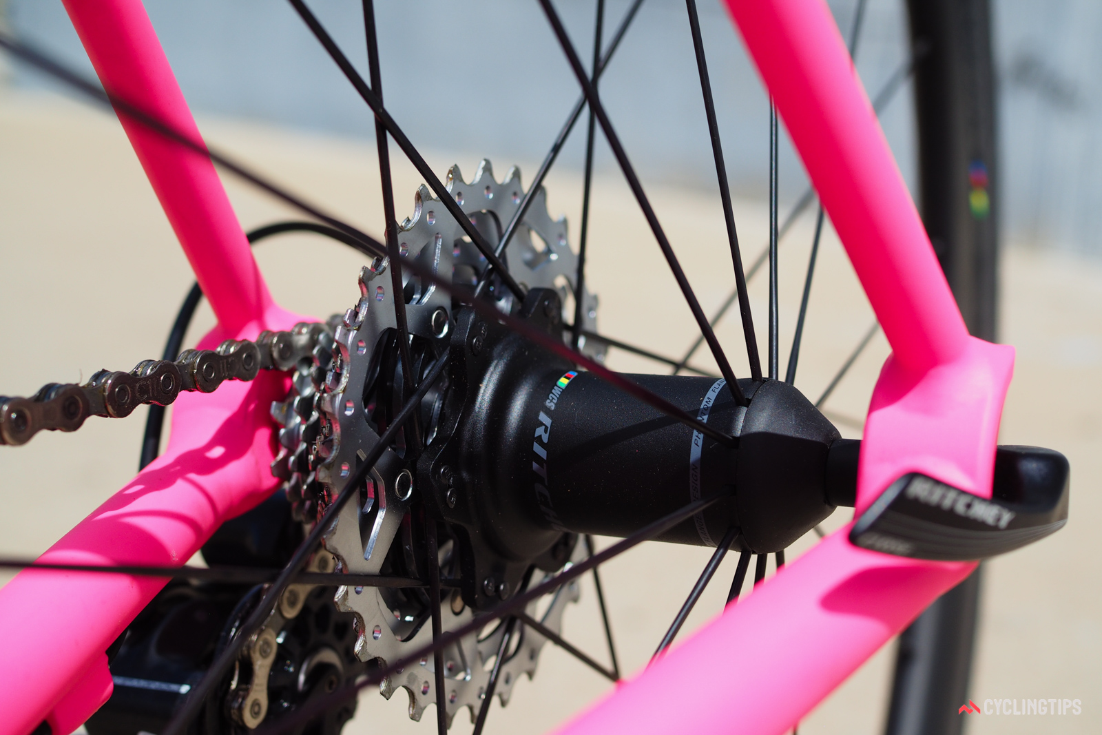 The rear hub looks like it uses a one-piece shell but it's actually made up of two separate forgings.