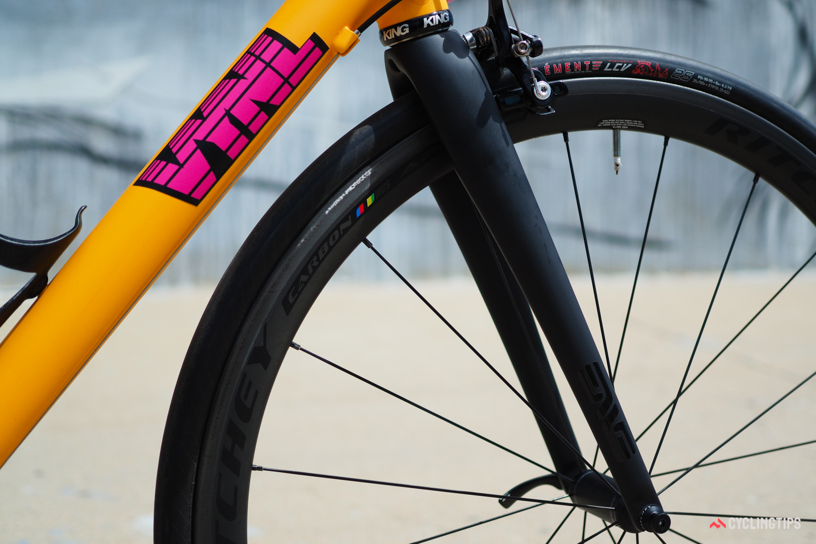 VYNL offers customers their choice of a bare frame, or a frame with an Enve 2.0 carbon fork.