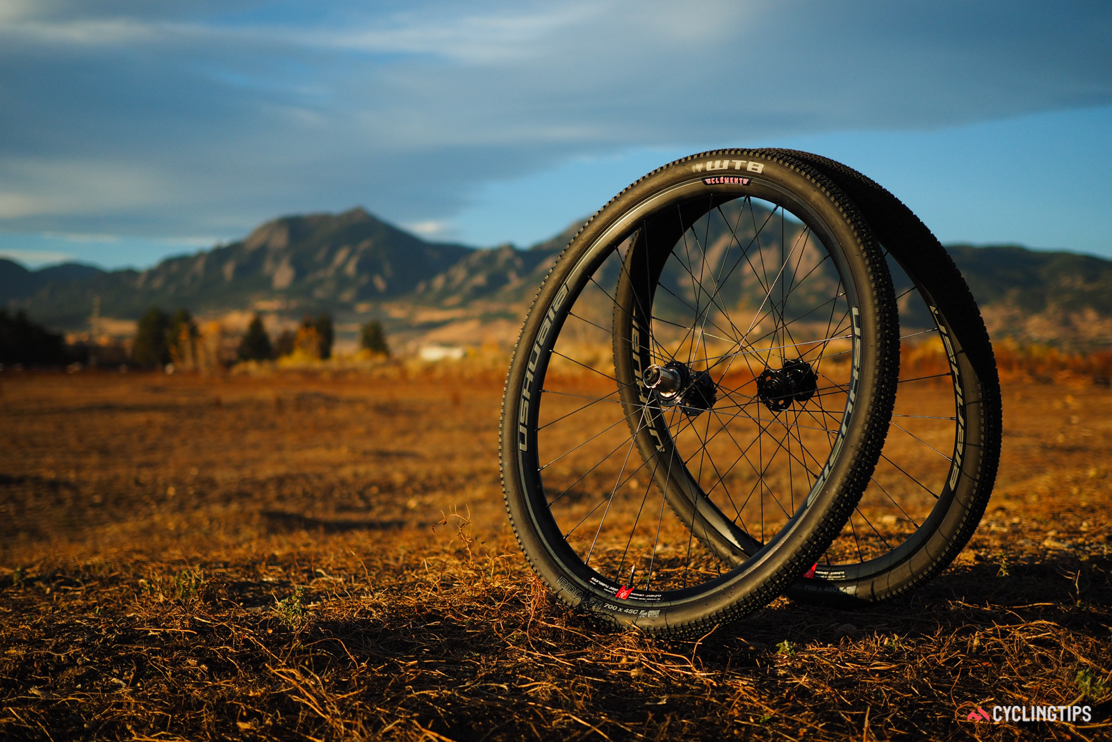 Clement recently expanded into complete wheelsets with the debut of the new Ushuaia. The tubeless-compatible aluminum clinchers have a 23mm internal width that is specifically intended to be matched with high-volume tires.