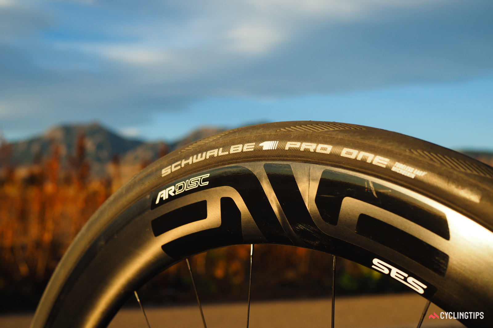 Enve's new SES 4.5AR Disc carbon clinchers are on the cutting edge of the wide-wheel trend, with a 25mm internal width, a 31mm external width, and front/rear-specific aerodynamic shapes that have been designed with 28-30mm tires in mind.