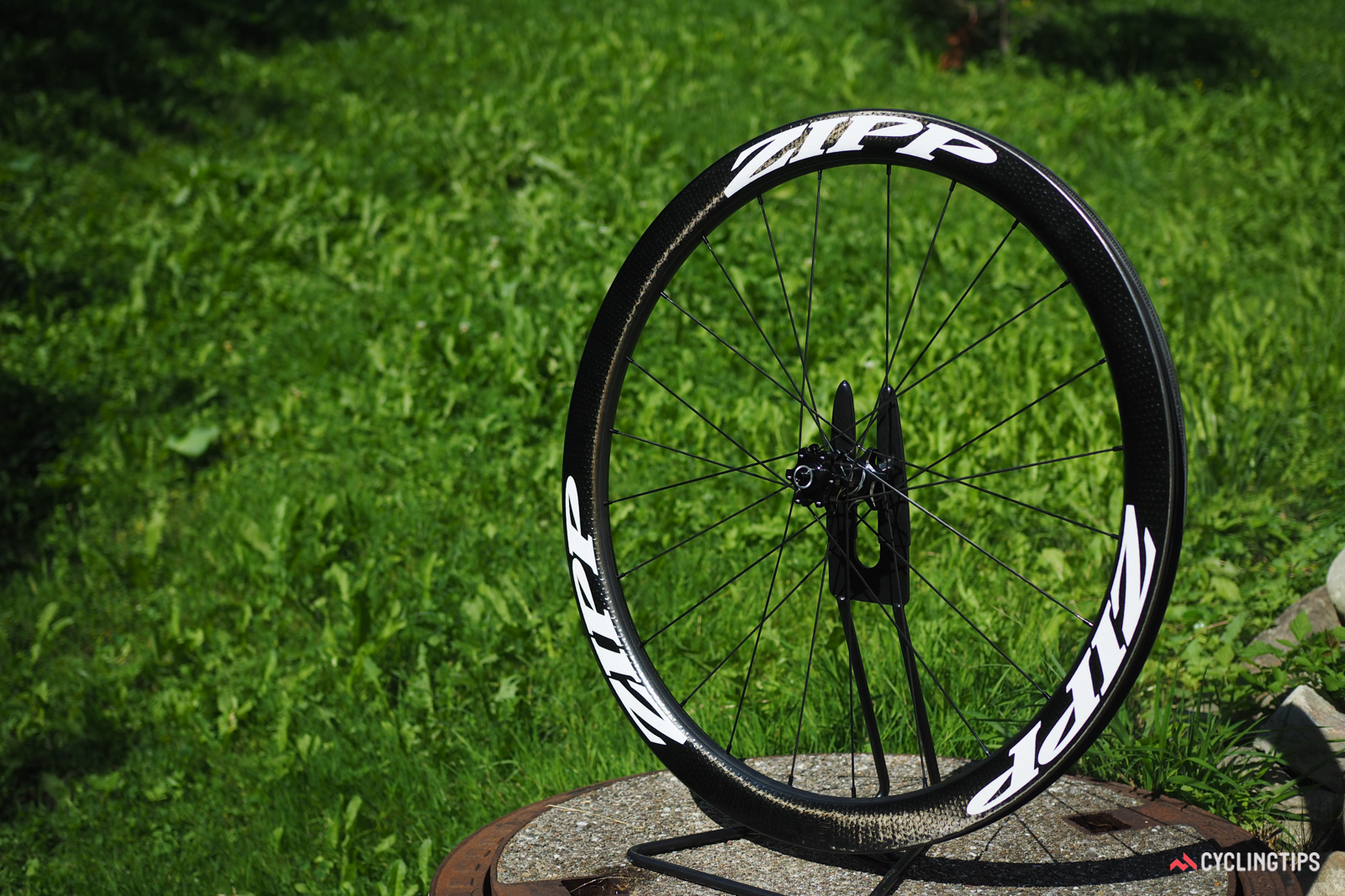 Zipp has been somewhat slow to move to wider internal rim widths, but new models like the disc-specific 303 Firecrest carbon clincher show the direction the company is headed in with a much more progressive 21mm of space between the tubeless-compatible bead hooks.