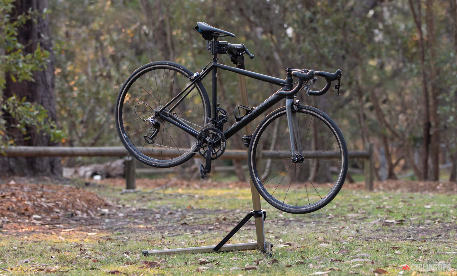 Budget repair stands: X-Tools Home Mechanic Prep Repair Stand with bike