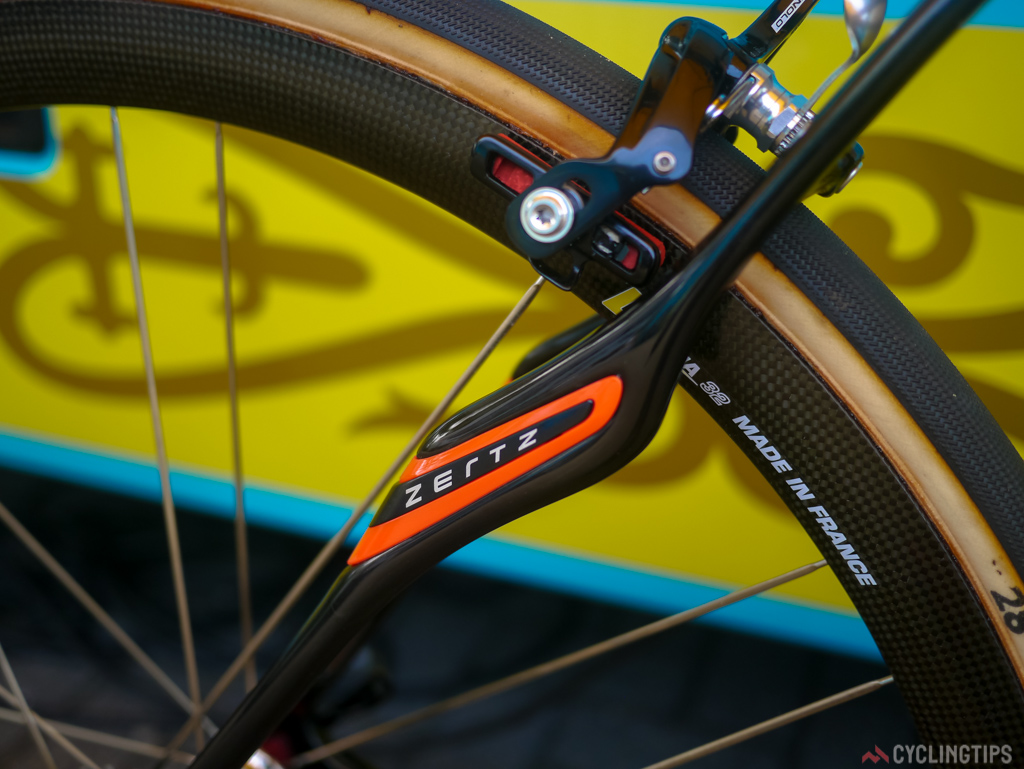 Zertz inserts on the Roubix are Specialized's technic of reduce road buzz.
