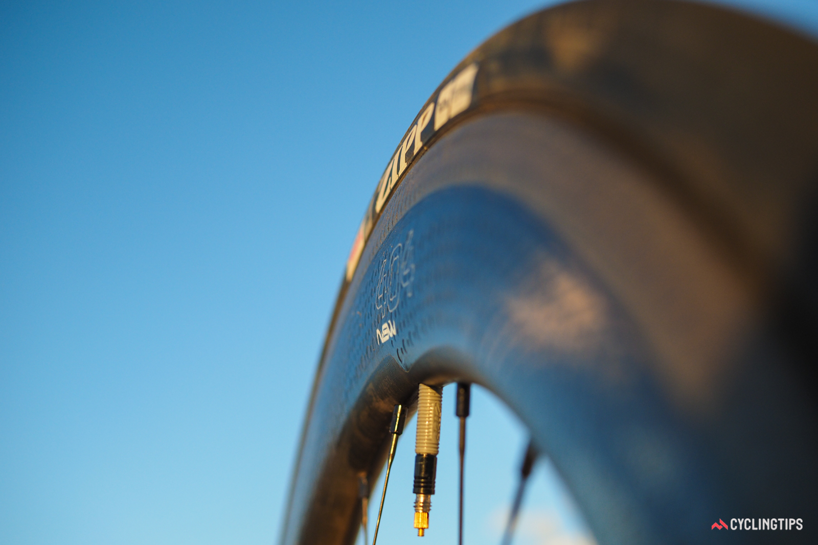The maximum 28.5mm width of the 404 NSW profile actually falls roughly halfway down the side of the rim.