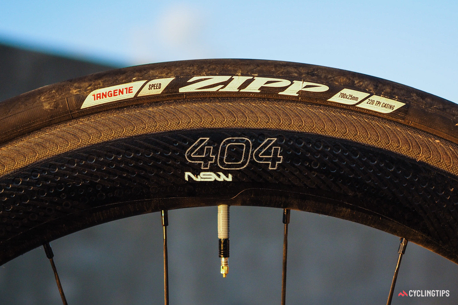 """The """"Showstopper"""" sidewalls feature a roughened surface, embedded silicon carbide ceramic particles, and molded-in grooves that are designed to boost both dry- and wet-conditions braking performance."""