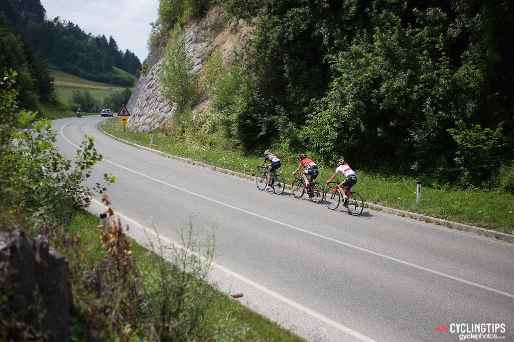 The majority of the stage was dominated by an early breakaway. Ana Covrig (BePink), Malgorzta Jasinska (Alé Cipollini) and Chantal Hoffman (Lotto Soudal Ladies) slipped away from the peloton before the first intermediate sprint. Hoffman fell off the pace up the day's only categorised climb, and Malgorzta and Covrig were swept up just before the 10-kilometre mark.
