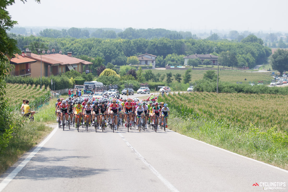 Despite early attacks, the peloton stayed together during the opening kilometres. Around the 30-kilometres mark, Giro Rosa debutante Lizzie Williams (Orica-AIS) attacked and managed to open up a gap. The next break to form was the race-winning move.