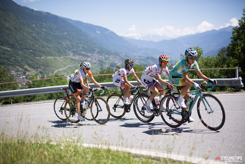 The race was fast from the start with a break of five going clear on the climb to Teglio, the first of the three climbs on stage six. Hagiwara was joined up the road by Lizzie Armitstead (Boels-Dolmans), Shara Gillow (Rabo-Liv), Elena Berlato (Alé Cipollini) and Alice Arzuffi (Inpa Sottoli Giusfredi). Sharon Laws (Bigla) successfully bridged across before the top of the first climb, and the escape group of six headed down the first descent with a 47 second advantage.