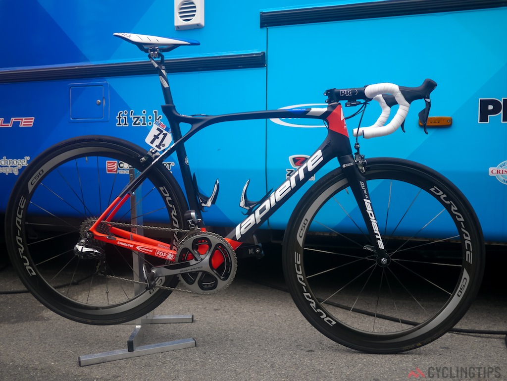FDJ.fr had a team leader on the new Lapierre Xeius SL Ultimate. A whole new bike from the French company. No solid information was available when asking the mechanics but it is considerably lighter than the older model.