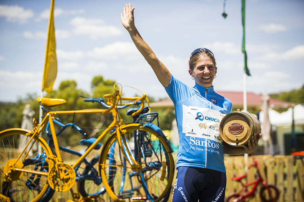 Katrin Garfoot and the Orica-AIS team hold onto the leader's jersey for one more day (c) Tim Bardsley-Smith